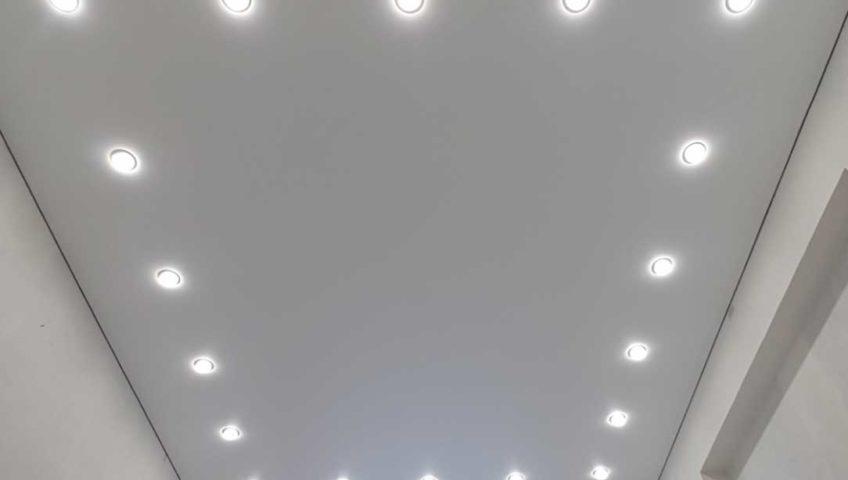 Натяжной потолок – великолепный элемент декора